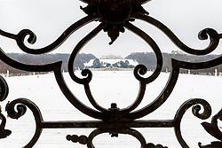 THEMENBILD - Schönbrunn liegt im 13. Wiener Gemeindebezirk Hietzing. Das Schloss Schönbrunn ist das größte Schloss und eines der bedeutendsten und meistbesuchten Kulturgüter Österreichs. Wie auch der Schlosspark gehört es zum UNESCO-Weltkulturerbe., im Bild den Schlosspark und die Gloriette vom Schloss aus. Aufgenommen am 03. Februar 2017 // Schönbrunn is in the 13th municipal District of Vienna Hietzing. The Schönbrunn palace is the largest castle and one of the most important and most popular cultural properties of Austria. The palace as well as the castle grounds are part of the UNESCO World Cultural Heritage, This picture shows the castle grounds and the Gloriette, Vienna, Austria on 2017/02/03. EXPA Pictures © 2017, PhotoCredit: EXPA/ Sebastian Pucher