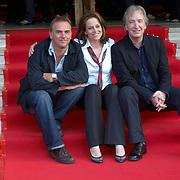 "Actors Sigourney Weaver, Alan Rickman and director Mark Evans at the premiere of their movie ""Snow cake"" at the Edinburgh International Film festival 2006<br />"