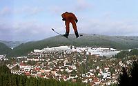 Hopp: Skispringer Uber Titisee-Neustadt<br />                     Skispringen   <br /><br />Foto: Uwe Speck, Digitalsport