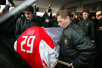 GYOER/HUNGRIA- 27 JANEIRO: Pallbearers carry the coffin of Hungarian soccer player MIKLOS FEHER during his funeral in a cemetery in Gyoer. Collapsed on Sunday while playing for his club side Benfica in a Portuguese league match in the city of Guimaraes, northern Portugal. <br />(PHOTO BY:AFCD/GERARDO SANTOS)