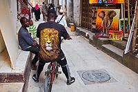 Tanzanie, archipel de Zanzibar, ile de Unguja (Zanzibar), ville de Zanzibar, quartier Stone Town classe patrimoine mondial UNESCO, boutique de peinture // Tanzania, Zanzibar island, Unguja, Stone Town, unesco world heritage, painting shop