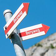 Rot Weisses Wanderschild Bergweg