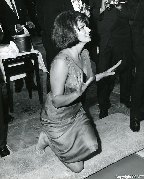 1962 Sophia Loren's hand/footprint ceremony at Grauman's Chinese Theater