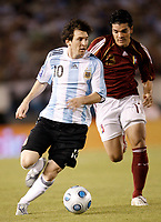 Fotball<br /> Foto: Piko Press/Digitalsport<br /> NORWAY ONLY<br /> <br /> BUENOS AIRES, ARGENTINA - MARCH 28, 2009.<br /> 2010 FIFA World Cup qualifying Soccer match between ARGENTINA and VENEZUELA in the River Plate Stadium.<br /> Here Argentine player LIONEL MESSI and Venezuela  JUAN FUENMAYOR