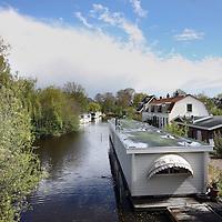 Nederland, Amsterdam , 26 april 2012..Remco Daalder, stadsecolog in de buurt van de Nieuwdammer molenpad..Op de foto: uitzicht vanaf het bruggetje aan de Nieuwdammer molenpad..Foto:Jean-Pierre Jans