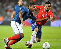 FOOTBALL - FRIENDLY GAME - FRANCE v CHILI - 10/08/2011 - PHOTO SYLVAIN THOMAS / DPPI - ARTURO VIDAL (CHI) / FLORENT MALOUDA (FRA)