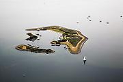 Nederland, Zeeland, Schouwen-Duiveland, 04-07-2006; Grevelingenmeer, zeilboten en zeilbootjes voor anker bij Archipel, klein eiland in het grootste zoutwatermeer van West Europa. A wonderfuquit isle in the middle of the largest saltwater lake of Western Europe.. .luchtfoto (toeslag); aerial photo (additional fee required); .foto Siebe Swart / photo Siebe Swart