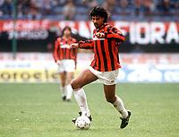 Fotball<br /> Italia<br /> Feature AC Milan<br /> Foto: Colorsport/Digitalsport<br /> NORWAY ONLY<br /> <br /> 09.12.1990 <br /> Frank Rijkaard (Milan) am Ball