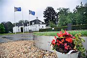Nederland, Zutpen, 2-8-2011Achter de politieacademie is als monument een bezinningstuin aangelegd met daarin op de stalen randen  de namen van alle in functie overleden politieagenten sinds 1945.Foto: Flip Franssen/Hollandse Hoogte