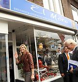 Prinses Maxima bezoekt Microfinancierings ondernemerspunt Wijk