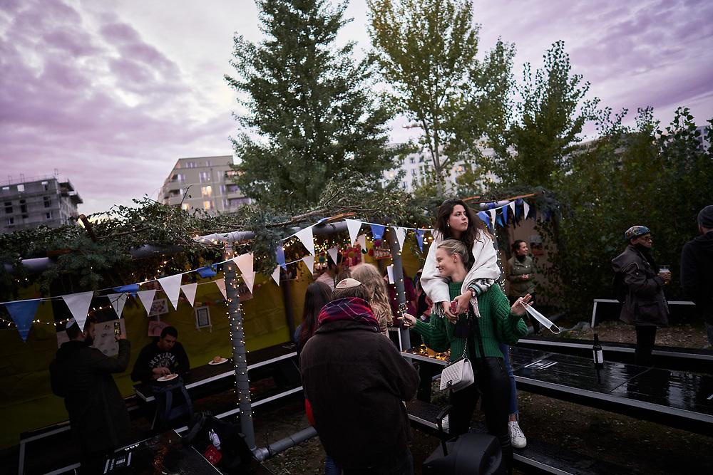 Germany, Berlin, 2020/10/05<br /> <br /> Sukkot celebrations with BASE Berlin (Jewish community in Berlin Kreuzberg) in BRLO Biergarten Park am Gleisdreieck. (Photo by Gregor Zielke)