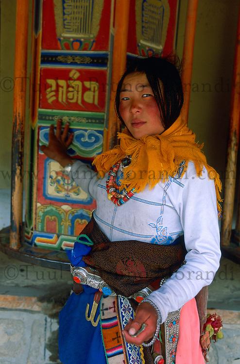 Chine. Province du Gansu. Xiahe. Monastere tibetain de Labrang. Pelerin bouddhiste. // China. Gansu Province. Xiahe. Labrang tibetan monastery (Labuleng Si). Bouddhist pilgrim.