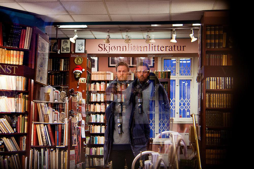 """Oslo, Norge, 21.12.2012. Eirik Ingebrigtsen snakker om boka """"Heimfall. Ei juleforteljing"""". Foto: Christopher Olssøn."""