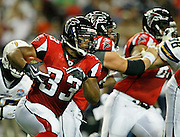 ATLANTA - AUGUST 29:  Running back Michael Bennett #33 of the Atlanta Falcons runs downfield during the game against the San Diego Chargers at the Georgia Dome on August 29, 2009 in Atlanta, Georgia.  (Photo by Mike Zarrilli/Getty Images)