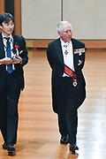 De Japanse keizer Naruhito heeft officieel de troon aanvaard en de belofte afgelegd dat hij zijn plicht als symbool van de staat zal vervullen. De 59-jarige Naruhito deed dat in een eeuwenoude ceremonie in de belangrijkste zaal van het keizerlijke paleis in Tokio in aanwezigheid van staatshoofden en gasten uit meer dan 180 landen.<br /> <br /> The Japanese emperor Naruhito has officially accepted the throne and made the promise that he will fulfill his duty as a symbol of the state. The 59-year-old Naruhito did that in an ancient ceremony in the main hall of the Imperial Palace in Tokyo in the presence of heads of state and guests from more than 180 countries.<br /> <br /> Op de foto / On the photo:   Prins Charles / Prince Charles