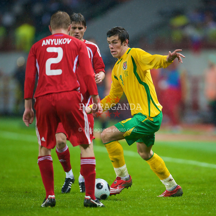 MOSCOW, RUSSIA - Wednesday, September 10, 2008: Wales' Gareth Bale in action against Russia during the second 2010 FIFA World Cup South Africa Qualifying Group 4 match at the Lokomotiv Stadium. (Photo by David Rawcliffe/Propaganda)