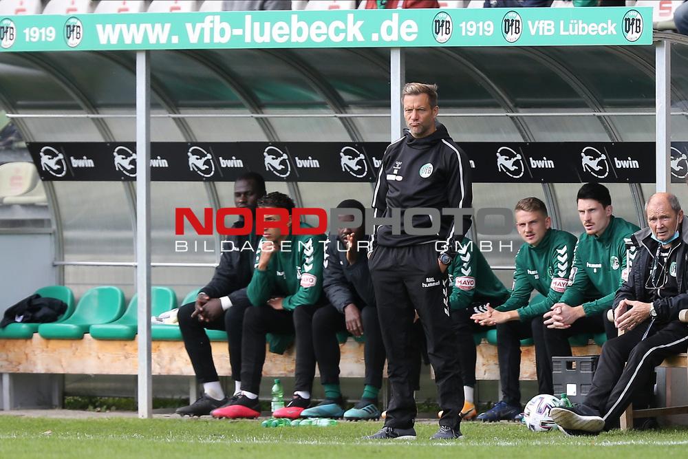 17.10.2020, Dietmar-Scholze-Stadion an der Lohmuehle, Luebeck, GER, 3. Liga, VfB Luebeck vs SG Dynamo Dresden <br /> <br /> im Bild / picture shows <br /> Trainer Rolf Martin Landerl (VfB Luebeck)  ist nicht zufrieden und zieht ein Gesicht<br /> <br /> DFB REGULATIONS PROHIBIT ANY USE OF PHOTOGRAPHS AS IMAGE SEQUENCES AND/OR QUASI-VIDEO.<br /> <br /> Foto © nordphoto / Tauchnitz