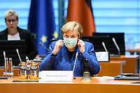 07 OCT 2020, BERLIN/GERMANY:<br /> Angela Merkel, CDU, Bundeskanzlerin, mit Mund-Nase-Maske, vor Beginn der Kabinettsitzung, Internationaler Konferenzsaal, Bundeskanzleramt<br /> IMAGE: 20201007-01-048<br /> KEYWORDS: Sitzung, Kabinett, Corona, Maske, Covid-19, Pandemie,