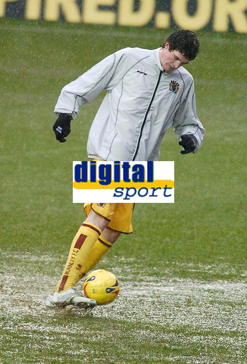 Photo: Gareth Davies.<br />Reading v Burnley FC. The FA Cup. 06/01/2007.<br />A Burnley player struggles to warm up on a water logged Madejski pitch in their FA Cup tie against Reading.