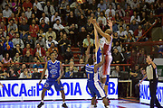 DESCRIZIONE : Campionato 2014/15 Giorgio Tesi Group Pistoia - Acqua Vitasnella Cantù<br /> GIOCATORE : C.J. Williams<br /> CATEGORIA : tiro three points controcampo sequenza<br /> SQUADRA : Giorgio Tesi Group Pistoia<br /> EVENTO : LegaBasket Serie A Beko 2014/2015<br /> GARA : Giorgio Tesi Group Pistoia - Acqua Vitasnella Cantù<br /> DATA : 30/03/2015<br /> SPORT : Pallacanestro <br /> AUTORE : Agenzia Ciamillo-Castoria/GiulioCiamillo<br /> Galleria : LegaBasket Serie A Beko 2014/2015<br /> Fotonotizia : Campionato 2014/15 Giorgio Tesi Group Pistoia - Acqua Vitasnella Cantù<br /> Predefinita :