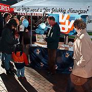 VVD kraam op de markt in Huizen