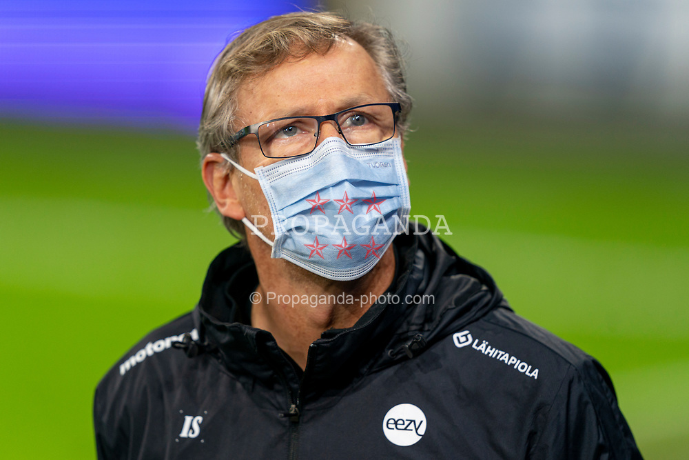 CARDIFF, WALES - Tuesday, November 17, 2020: Finland's head coach Markku Kanerva, wearing a face mask, before a training session at the Cardiff City Stadium ahead of the UEFA Nations League Group Stage League B Group 4 match between Wales and Finland. (Pic by David Rawcliffe/Propaganda)
