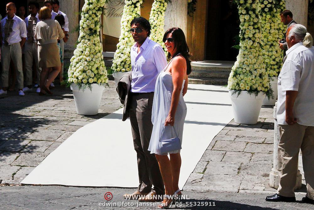 ITA/Siena/20100717 Wedding of soccerplayer Wesley Sneijder and tv host Yolanthe Cabau van Kasbergen, Pierre van hooijdonk en partner