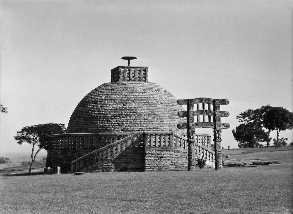 Stupa III, Sanchi, India, 1929