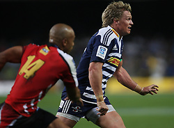 Jean de Villiers swings the ball down the line with Lionel Mapoe chasing during the Super Rugby (Super 15) fixture between the DHL Stormers and the Lions held at DHL Newlands Stadium in Cape Town, South Africa on 26 February 2011. Photo by Jacques Rossouw/SPORTZPICS