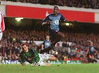 Fotball - FA Cup - 4. runde <br />25.01.2003<br />Farnborough Town v Arsenal<br />Lauren - Arsenal scorer på Tony Peacock<br />Foto: Andrew Cowie, Digitalsport