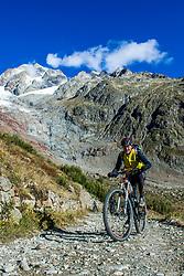 16-09-2017 FRA: BvdGF Tour du Mont Blanc day 7, Beaufort<br /> De laatste etappe waar we starten eindigen we ook weer na een prachtige route langs de Mt. Blanc / John