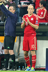 27.09.2011, Allianz Arena, Muenchen, GER, UEFA CL, FC Bayern Muenchen vs Manchester City, im Bild Arjen Robben (Bayern #10) wird in der 89min eingewechselt // during the CL match  FC Bayern Muenchen (GER)  vs Manchester City (ENG) Gruppe A, on 2011/09/27, Allianz Arena, Munich, Germany, EXPA Pictures © 2011, PhotoCredit: EXPA/ nph/  Straubmeier       ****** out of GER / CRO  / BEL ******