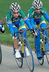 03-04-2006 WIELRENNEN: COURSE DOTTIGNIES: BELGIE<br /> Sandra Missbach en Suzanne de Goede, die derde wordt in het rondje Dottiegnies / aa cycling team<br /> ©2006-WWW.FOTOHOOGENDOORN.NL