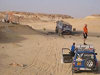 Motorsport, Paris - Dakar 2003, Miner, minskilt, advarsel mot miner Egypt. her har en lastebil kjørt på en mine<br />Foto: Eric Vargiolu, Digitalsport