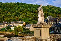 France, Aveyron (12), vallée du Lot, Estaing, labellisé les Plus Beaux Villages de France, étape sur le chemin Saint-Jacques-de-Compostelle, classé Patrimoine Mondial de l'UNESCO // France, Aveyron (12), Lot valley, Estaing, labeled the Most Beautiful Villages of France, stage on the Saint-Jacques-de-Compostelle path, classified World Heritage by UNESCO