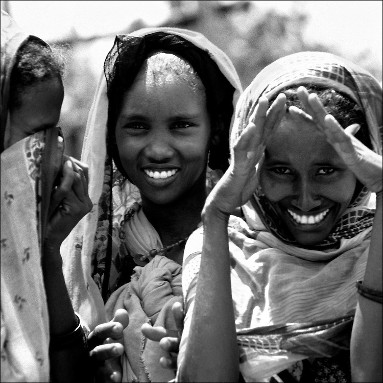 """Somalia 1993 Kismayo - In the 1980s a civil war erupted in Somalia when warlord factions joined together to overthrow then president Siad Barre, who finally lost power in 1991. Since then power struggles between warlords have ravaged the country with violence and famine. U.S. and international troops entered Somalia to provide aid and presence in December of 1992, """"Operation Restor Hope."""""""