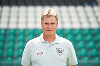 3. Fußball Bundesliga: Fototermin SC Preußen Münster für die Saison 2015/16 am 07.07.2015 im Preussenstadion in Münster (Nordrhein-Westfalen). Trainer Ralf Loose. Foto: Bernd Thissen/dpa