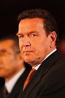 12.01.1999, Deutschland/Bonn:<br /> Gerhard Schröder, SPD, Bundeskanzler, während der Presseunterrichtung, Bundeskanzleramt, Bonn<br /> IMAGE: 19990112-02/01-17<br /> KEYWORDS: Gerhard Schroeder
