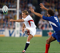 Photo. Steve Holland. England v France, Semi-final at the Telstra Stadium, Sydney. RWC 2003.<br />16/11/2003.<br />Jonny Wilkinson kicks the first drop goal with French captain Fabien Galthie right