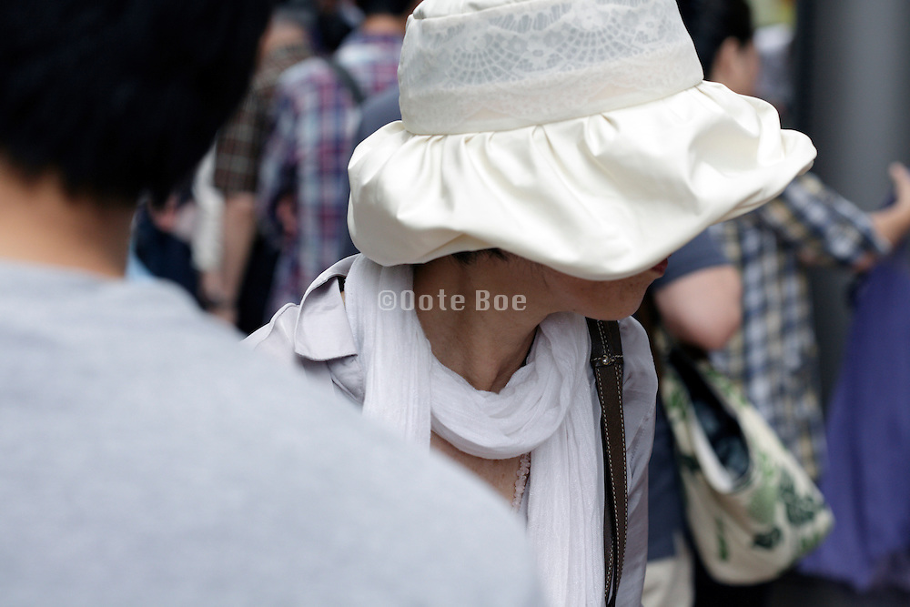 female person wearing a classic fashion style hat