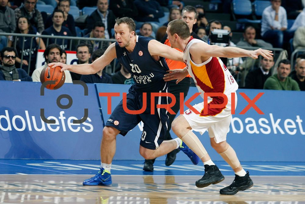 Anadolu Efes's Dusko Savanovic (L) during their Turkish Airlines Euroleague Basketball Top 16 Game 1 match Anadolu Efes between Galatasaray at Sinan Erdem Arena in Istanbul, Turkey, Thursday, January 19, 2012. Photo by TURKPIX