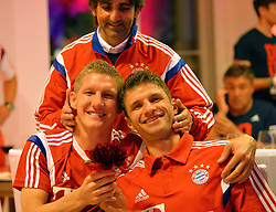 "17.05.2014, T Com, Berlin, GER, DFB Pokal, Bayern Muenchen Pokalfeier, im Bild Bastian Schweinstieger and Thomas Mueller Bastian Schweinstieger, Thomas Mueller, // during the FC Bayern Munich ""DFB Pokal"" Championsparty at the T Com in Berlin, Germany on 2014/05/17. EXPA Pictures © 2014, PhotoCredit: EXPA/ Eibner-Pressefoto/ EIBNER<br /> <br /> *****ATTENTION - OUT of GER*****"