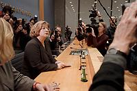 09 JAN 2001, BERLIN/GERMANY:<br /> Andrea Fischer, Bundesgesundheitsministerin a.D., gibt ihren Ruecktritt vom Amt der Bundesministerin vor der Bundespressekonferenz bekannt<br /> IMAGE: 20010109-01/01-09<br /> KEYWORDS: press conference, Rücktritt