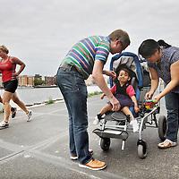 Nederland, Amsterdam , 2 september 2014.<br /> Rienk en  Hanna Blom helpen hun gehandicapte dochtertje Jasmijn de auto intillen.<br /> Foto:Jean-Pierre Jans