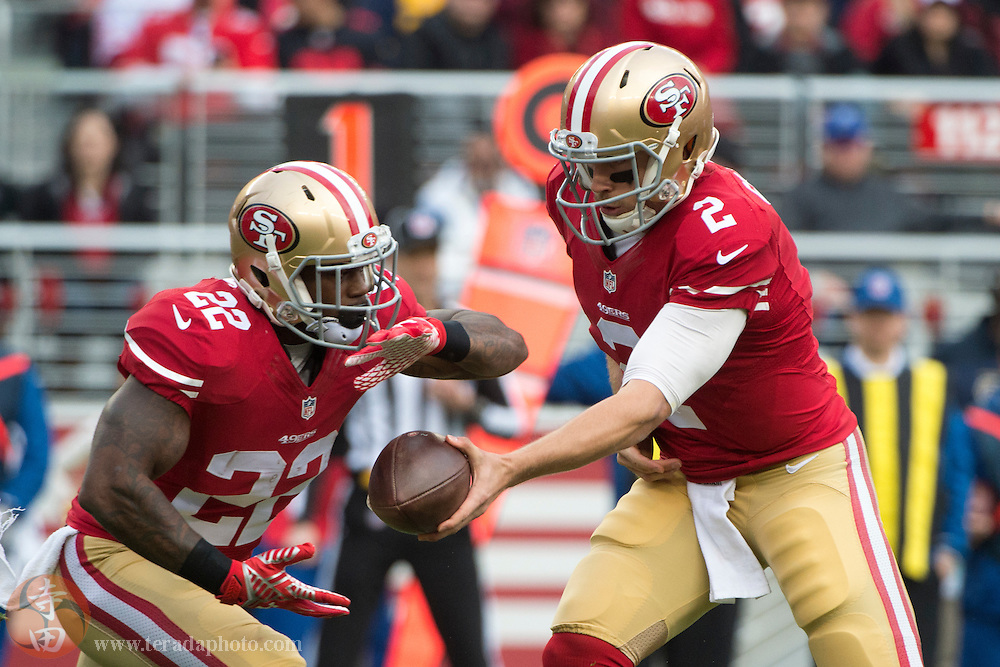 January 3, 2016; Santa Clara, CA, USA; San Francisco 49ers quarterback Blaine Gabbert (2) hands the football off to running back Mike Davis (22) during the first quarter against the St. Louis Rams at Levi's Stadium. The 49ers defeated the Rams 19-16.