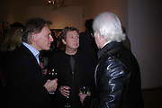 Clifford Thurlow, Andy Summers and Bryan Wharton. Andy Summers photography exhibition. Beaux Arts Gallery. Cork St. 5 April 2005.  ONE TIME USE ONLY - DO NOT ARCHIVE  © Copyright Photograph by Dafydd Jones 66 Stockwell Park Rd. London SW9 0DA Tel 020 7733 0108 www.dafjones.com