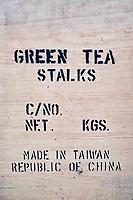Taïwan, district  de Hsinchu, maison de thé King Tai Tea, carton d'emballage pour le thé // Taiwan, Hsinchu county, King Tai tea teahouse, tea box for exportation