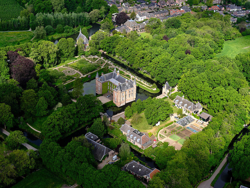 Nederland, Utrecht, Oud-Zuilen; 14–05-2020; Slot Zuylen, historisch kasteel en buitenplaats gelegen aan de Utrechtse Vecht.<br /> Zuylen Castle, historic castle and country estate.<br />  <br /> luchtfoto (toeslag op standaard tarieven);<br /> aerial photo (additional fee required)<br /> copyright © 2020 foto/photo Siebe Swart