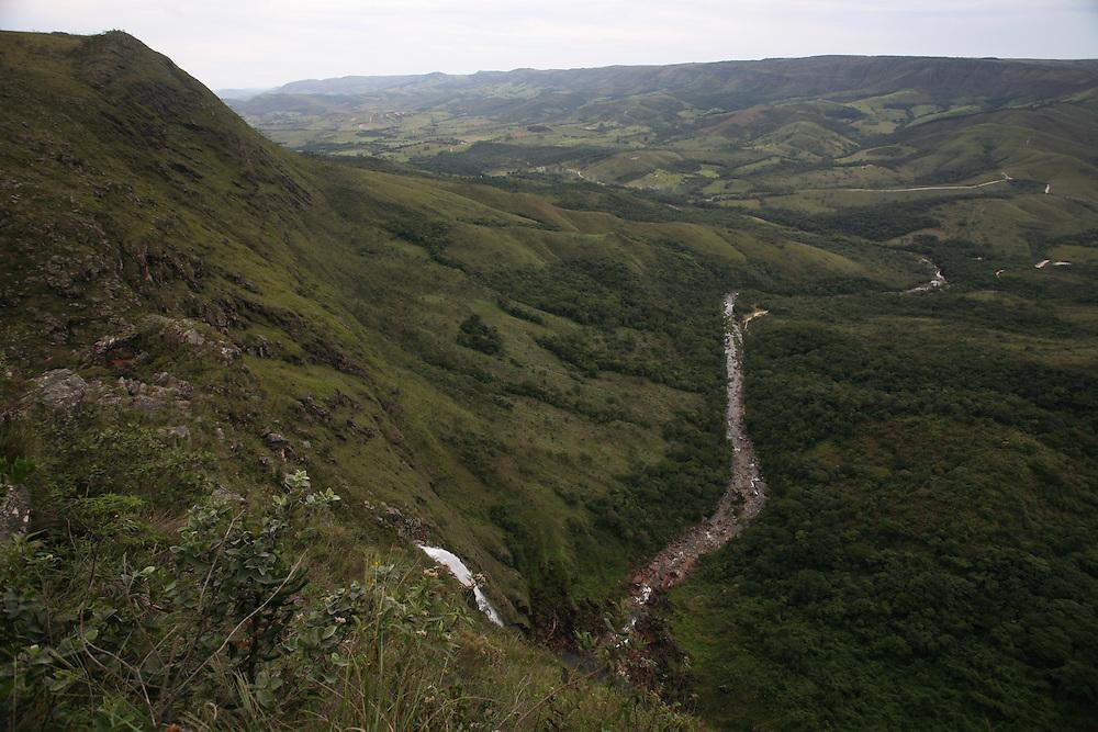 Sao Roque de Minas_MG, Brasil.<br /> <br /> Parque Nacional da Serra da Canastra em Sao Roque de Minas, Minas Gerais. Na foto, Cachoeira do Fundao, no qual as aguas do rio Santo Antonio despencam de uma altura de 80 metros.<br /> <br /> Serra da Canastra National Park in Sao Roque de Minas, Minas Gerais. In the photo, Fundao Waterfall, in which the waters of the Santo Antonio river  plummet from a height of 80 meters.<br /> <br /> Foto: JOAO MARCOS ROSA / NITRO