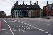 No traffic on Westminster Bridge on 6th April 2020 in London, United Kingdom. There have been almost 50,000 reported cases of the COVID-19 coronavirus in the United Kingdom and almost 5,000 deaths. The country is in its third week of lockdown measures aimed at slowing the spread of the virus.